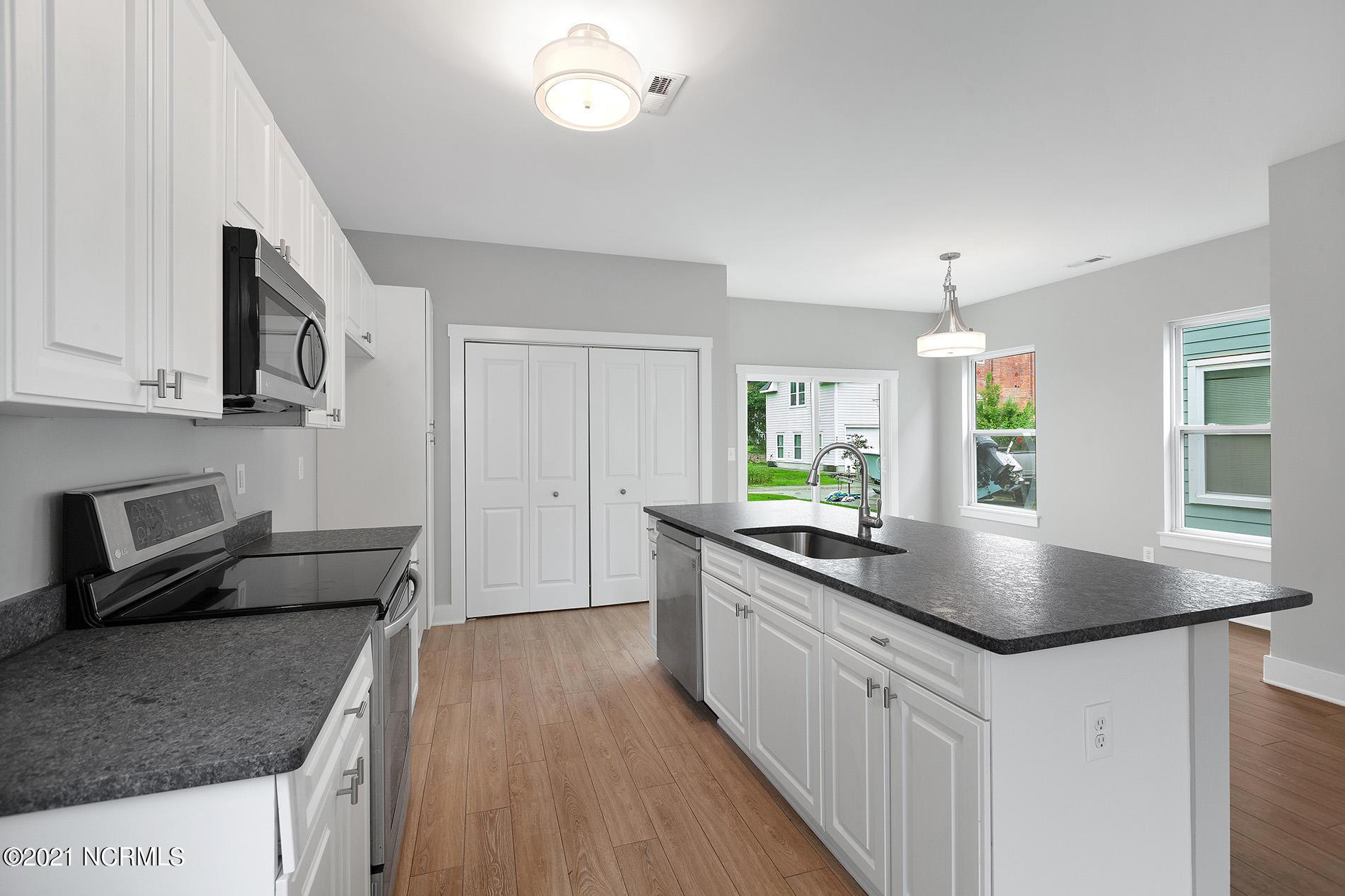 632 Brunswick Street, Wilmington, North Carolina 28401, 3 Bedrooms Bedrooms, 6 Rooms Rooms,2 BathroomsBathrooms,Single family residence,For sale,Brunswick,100285362