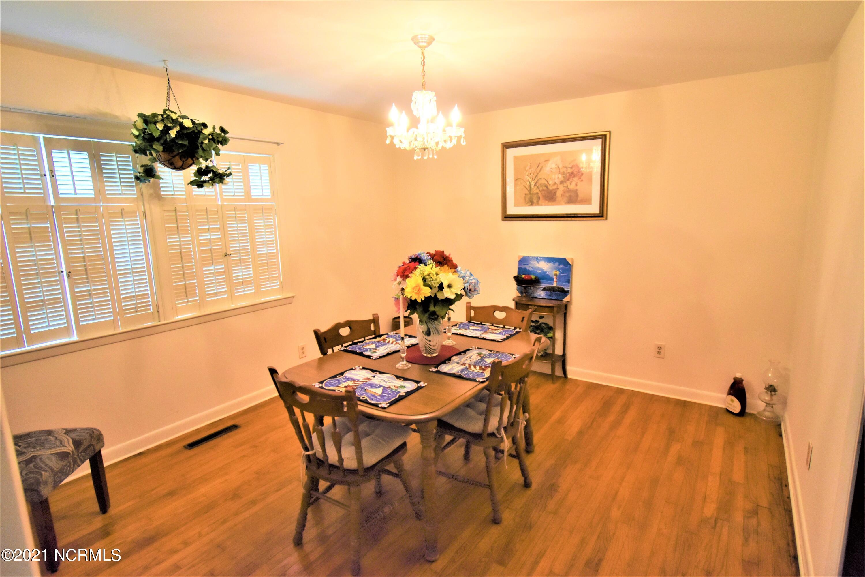 904 Davis Place, Morehead City, North Carolina 28557, 3 Bedrooms Bedrooms, 7 Rooms Rooms,3 BathroomsBathrooms,Single family residence,For sale,Davis,100286249