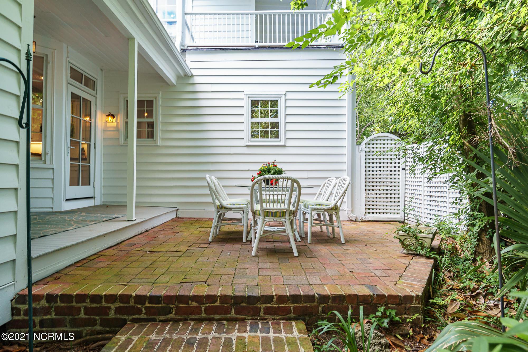 209 Change Street, New Bern, North Carolina 28560, 5 Bedrooms Bedrooms, 12 Rooms Rooms,4 BathroomsBathrooms,Single family residence,For sale,Change,100285602