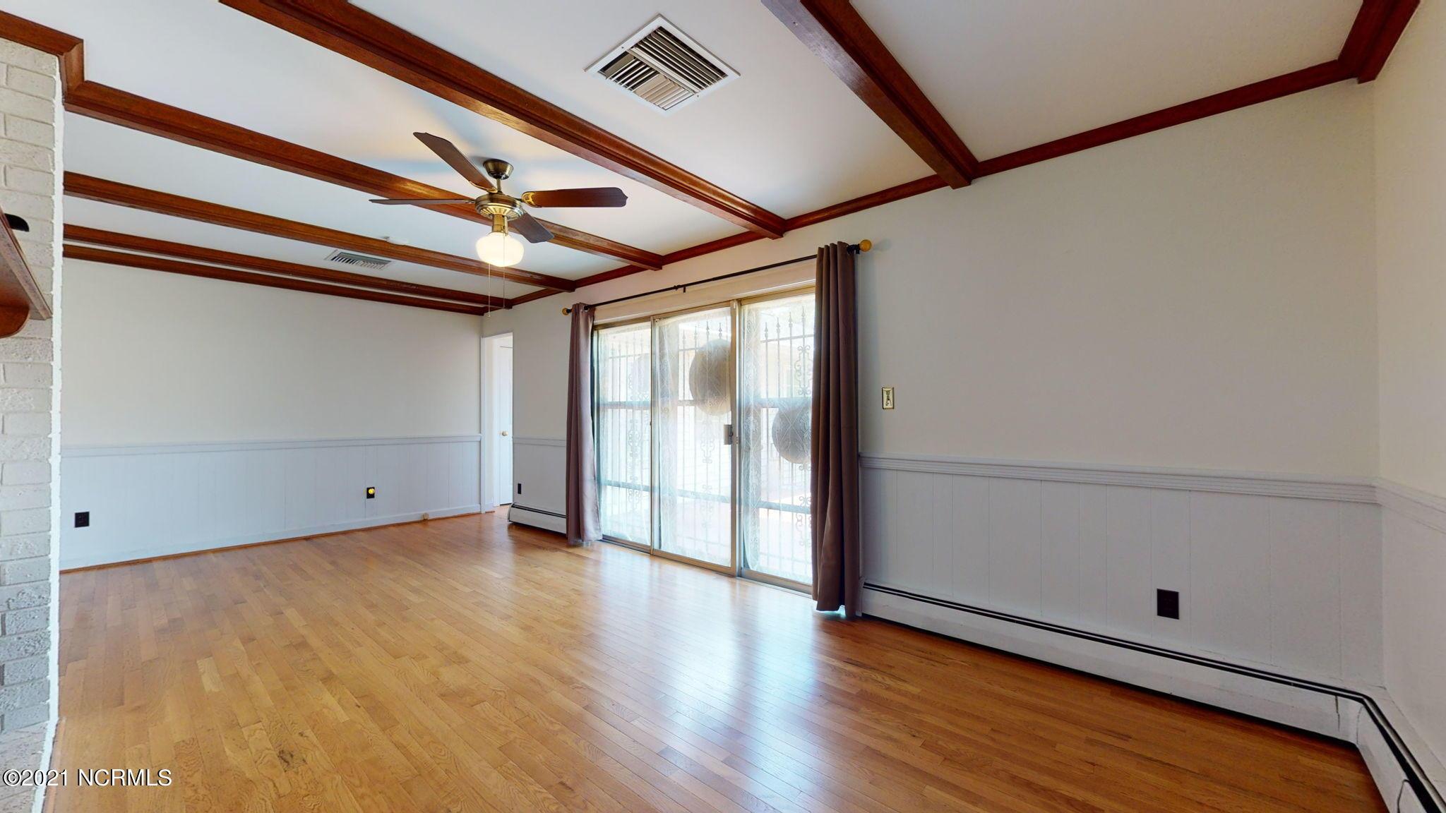 1101 Oakview Drive, Greenville, North Carolina 27858, 5 Bedrooms Bedrooms, 9 Rooms Rooms,4 BathroomsBathrooms,Single family residence,For sale,Oakview,100285682