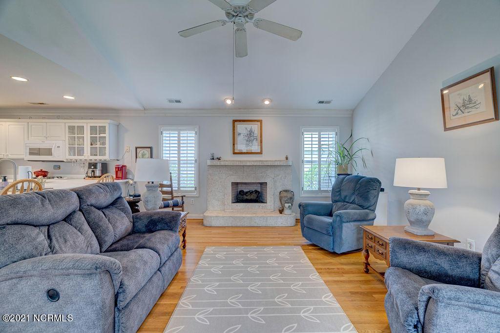 120 Lighthouse Drive, Carolina Beach, North Carolina 28428, 3 Bedrooms Bedrooms, 8 Rooms Rooms,2 BathroomsBathrooms,Single family residence,For sale,Lighthouse,100285761