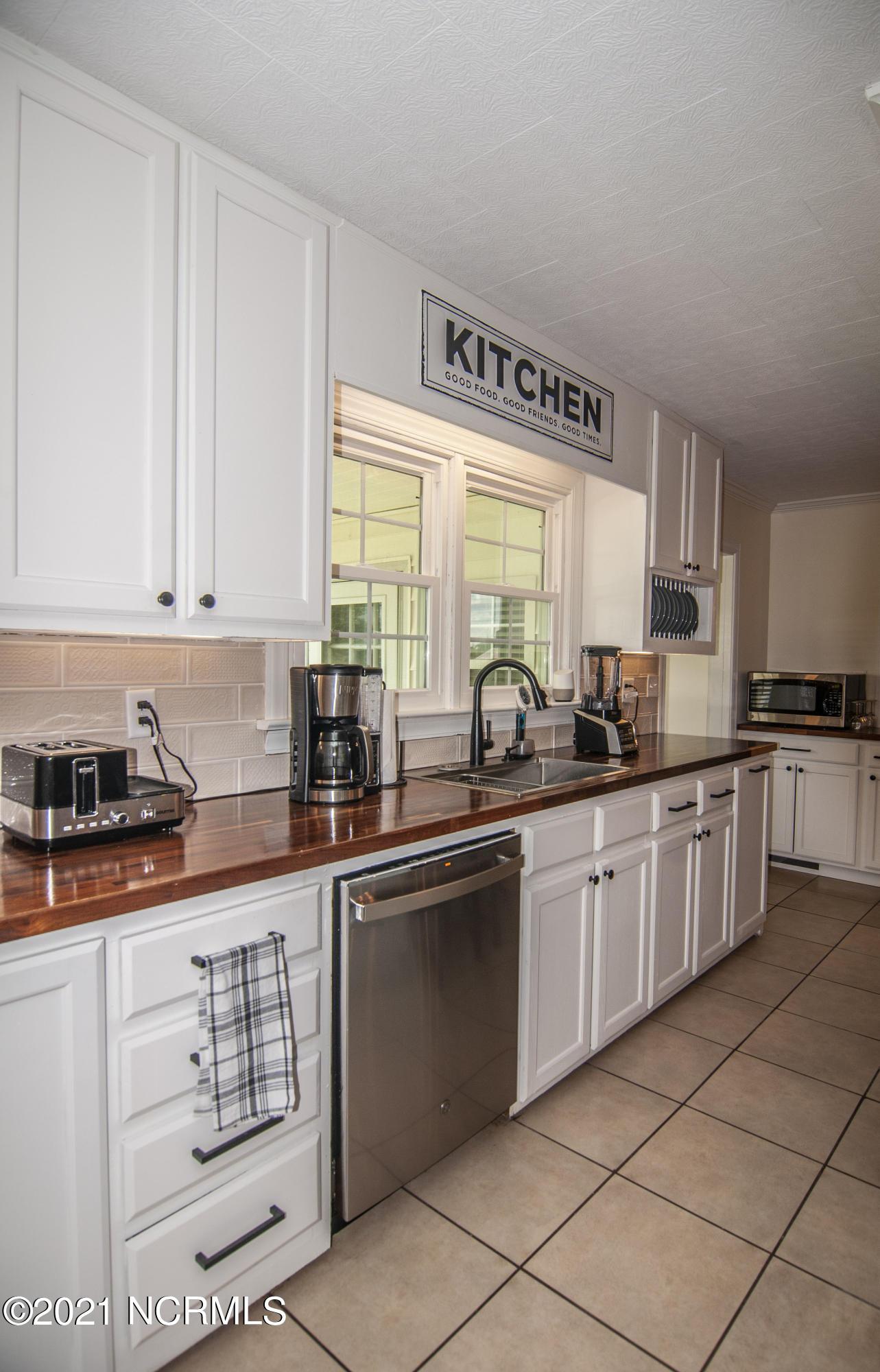 689 Loop Road, Pantego, North Carolina 27860, 5 Bedrooms Bedrooms, 11 Rooms Rooms,2 BathroomsBathrooms,Single family residence,For sale,Loop,100284620