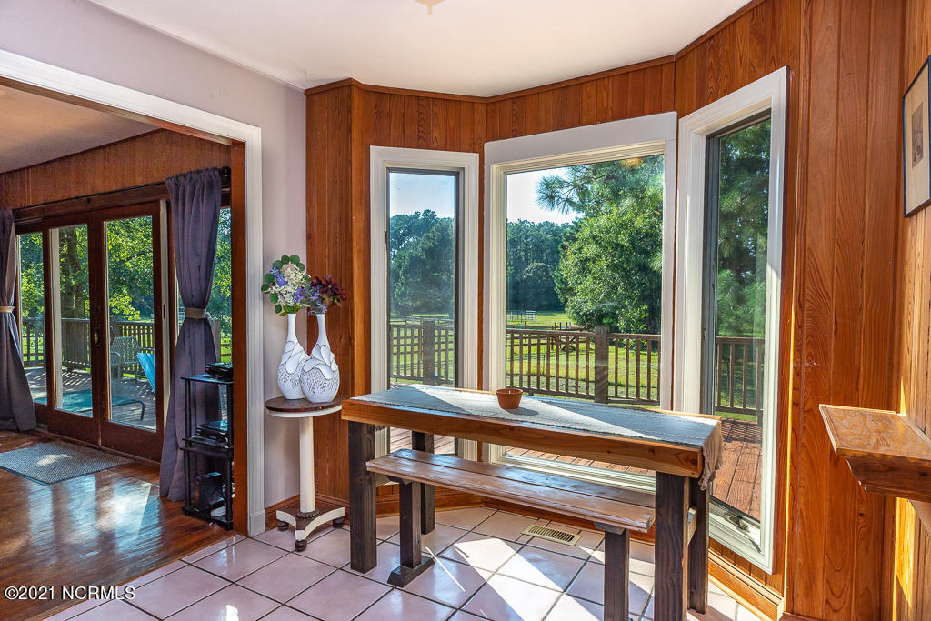550 Becton Road, Havelock, North Carolina 28532, 5 Bedrooms Bedrooms, 9 Rooms Rooms,3 BathroomsBathrooms,Single family residence,For sale,Becton,100286223