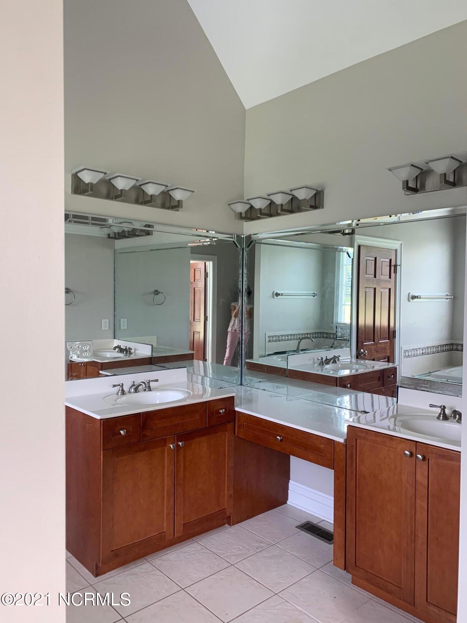 216 River Branch Road, Greenville, North Carolina 27858, 3 Bedrooms Bedrooms, 10 Rooms Rooms,2 BathroomsBathrooms,Single family residence,For sale,River Branch,100286300