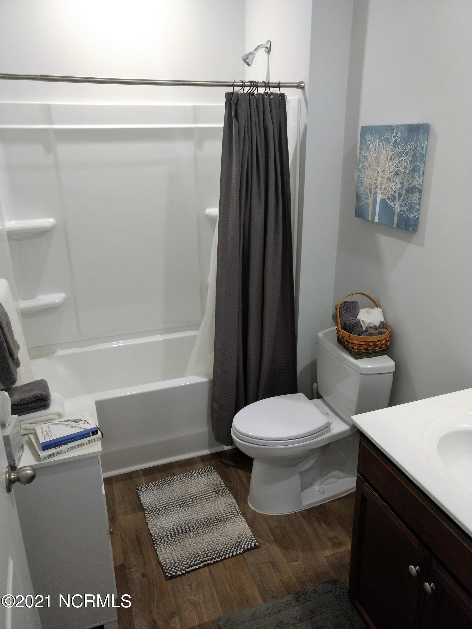 411 Belmont Lake Drive, Rocky Mount, North Carolina 27804, 4 Bedrooms Bedrooms, 7 Rooms Rooms,2 BathroomsBathrooms,Single family residence,For sale,Belmont Lake,100286365