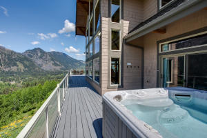 8 Hot Tub Overlooking Tumwater Mountain