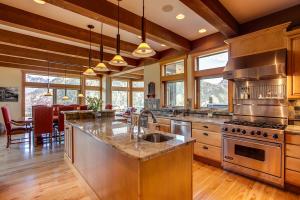 16 Gourmet Kitchen