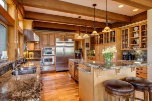 17 Gourmet Kitchen
