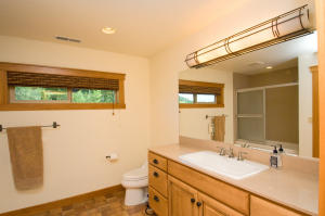 33 Tumwater Suite Full Bath