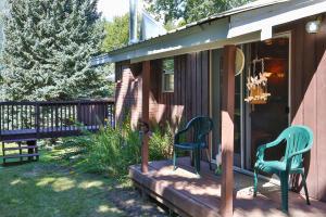 15-25-Side Entrance  Porch-1500x1000-72d