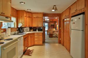 20-2-Kitchen-1500x1000-72dpi