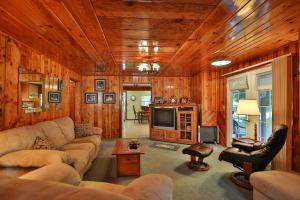 24-26-Living Room-1500x1000-72dpi