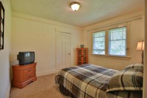 30-27-Bedroom 2-1500x1000-72dpi