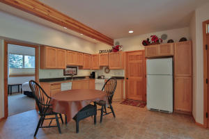 8918 E Leavenworth Rd-large-031-4-Kitche