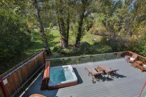 8918 E Leavenworth Rd-large-024-29-Deck-