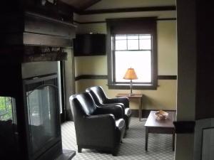 Hotel Suite Pic 4