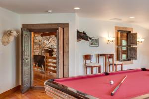 46 Billiard Room