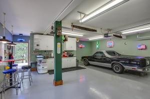 78 Garage