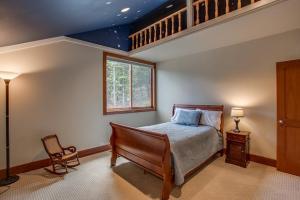 Bedroom 2 with loft
