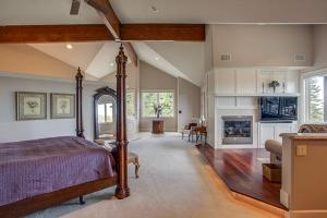 Master Bedroom with own sitting