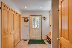 25 Entry and Mud Room