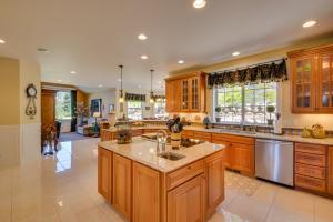 16 Kitchen DSC_0125Blended