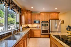 19 Kitchen DSC_0145Blended
