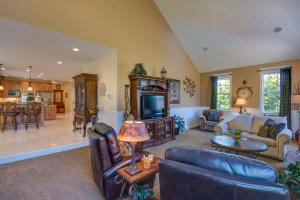 26 Living Room DSC_0195Blended