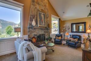 28 Living Room DSC_0205Blended