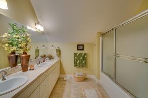 36 Upper Level Bath DSC_0270Blended