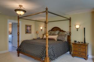 44 Master Bedroom DSC_0320Blended