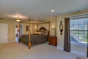45 Master Bedroom DSC_0325Blended
