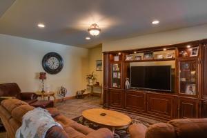 49 Lower Level Family Room DSC_0435Blend