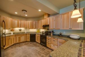 52 Lower Level Kitchen DSC_0395Blended
