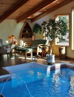 Listing Pool room 1 (784x1024)