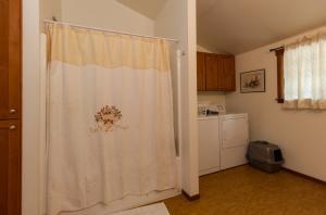 Apartment Bathroom & Laundry