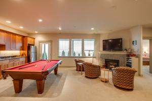 GAME ROOM WITH KITCHENETTE