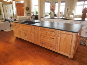 Kitchen Island / Cabinets