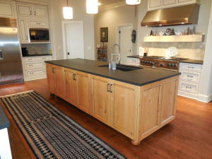 Kitchen Island / Sink / Cabinets