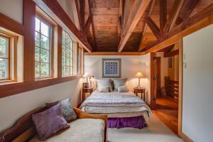 48 Upper Bedroom