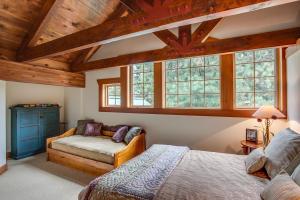 49 Upper Bedroom