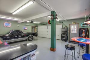 80 Garage