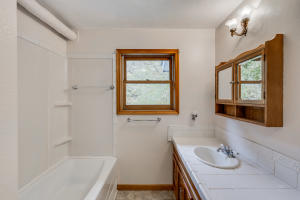 Upper Bath- separate tub/ shower