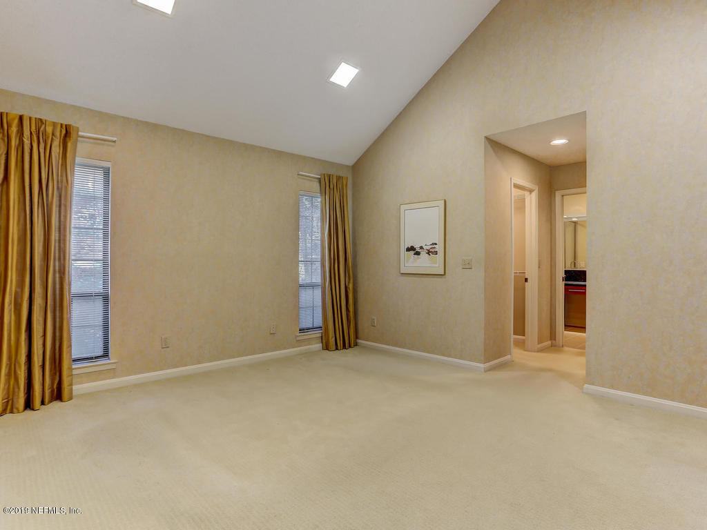 2647 FOREST POINT CT JACKSONVILLE - 33