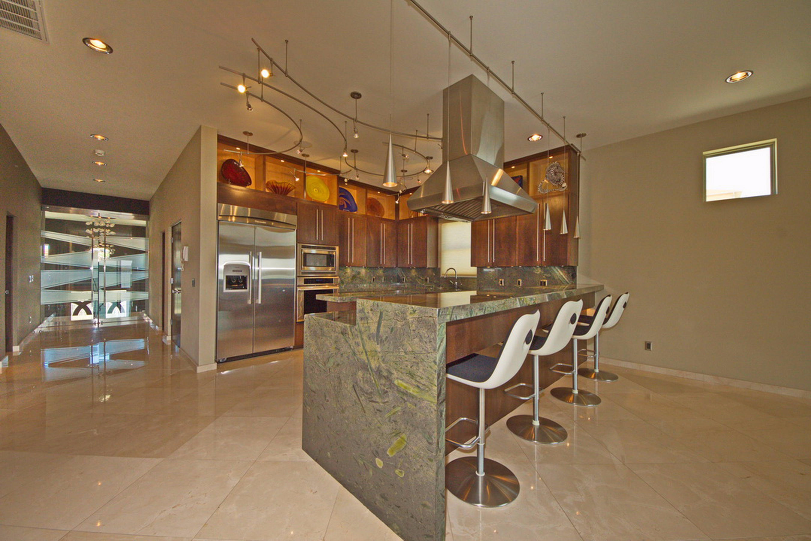 6-Kitchen-Bar Area