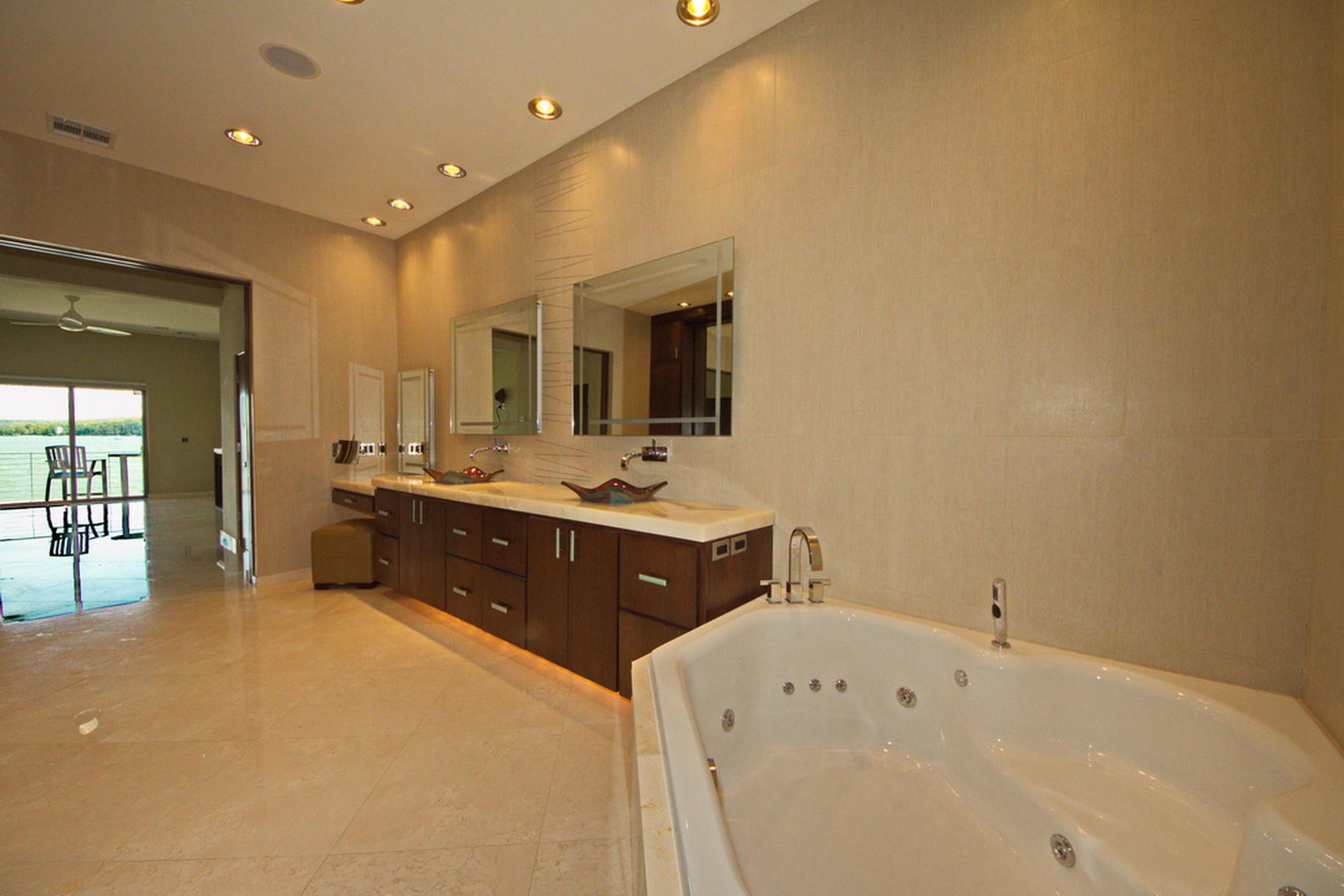 13-Master Bath P3