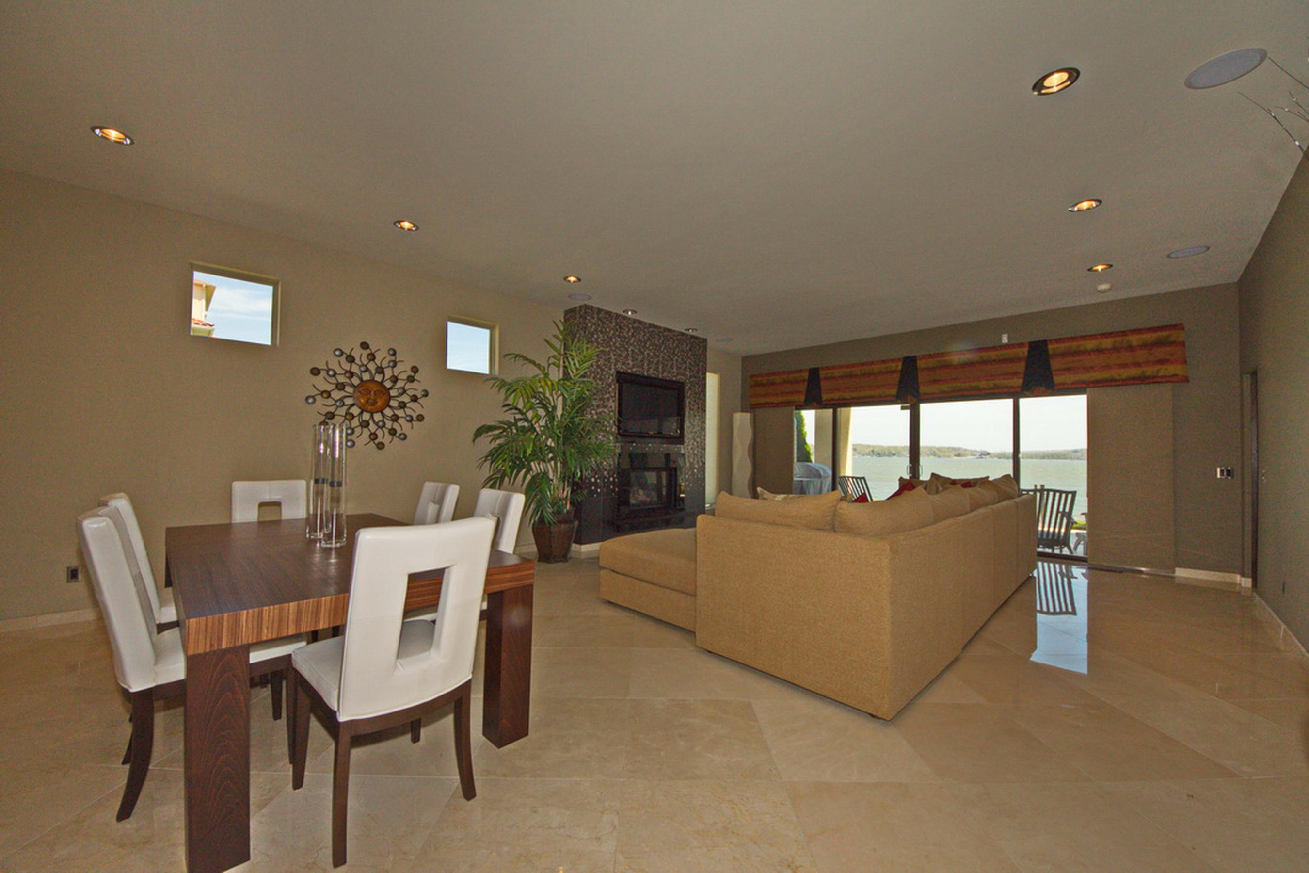 23-Ll Dining-Living-Fire Place-View