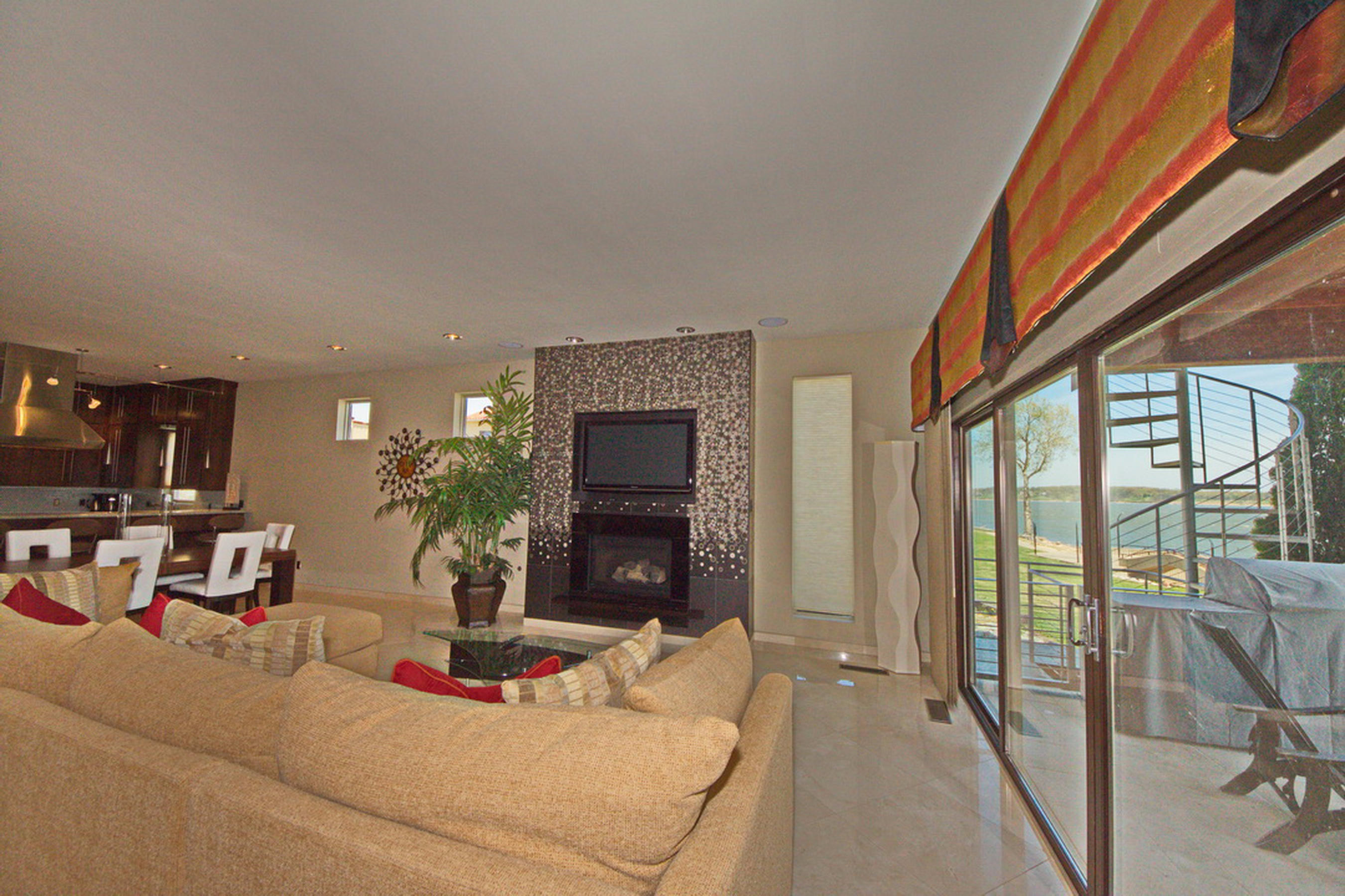 24-Ll Living-Fire Place-View-Patio