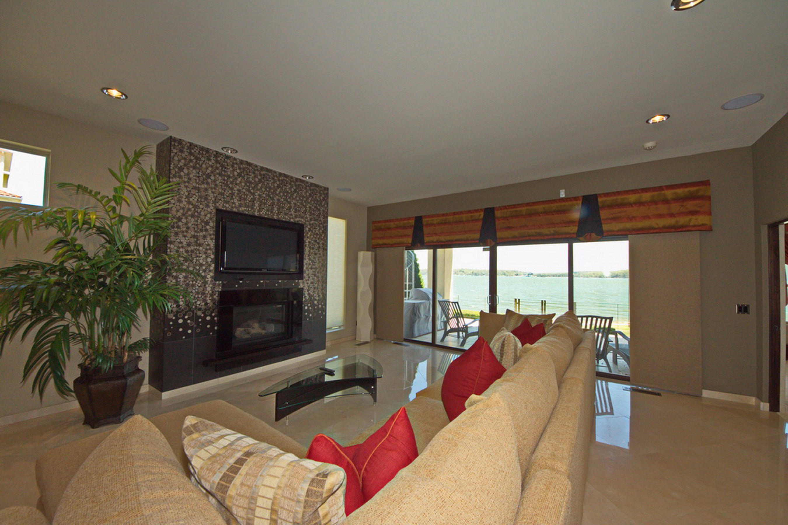 25-Ll Living-Fire Place-View-Patio
