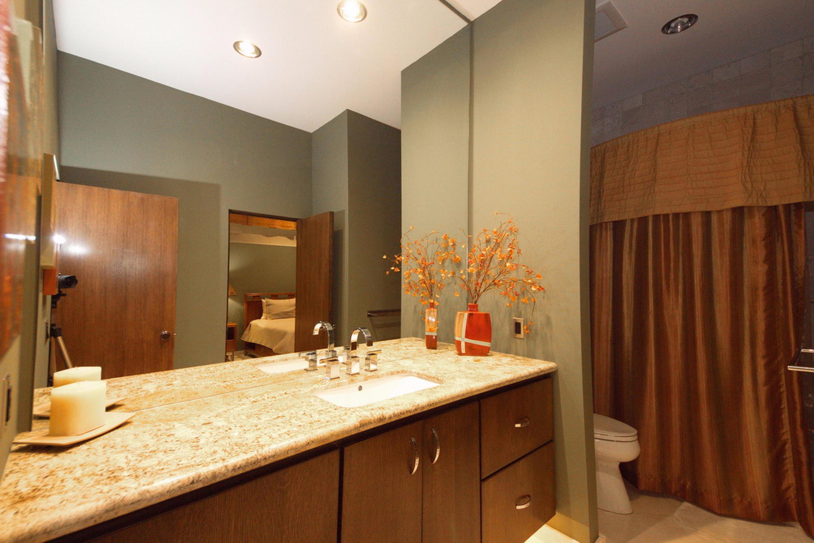 31-Ll Guest Bath Room